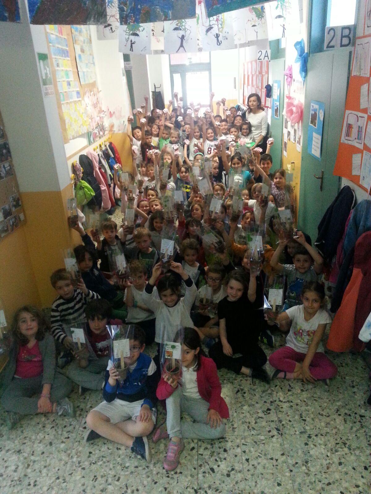Festa della mamma, scuola primaria di Milano in Piazzale Brescia