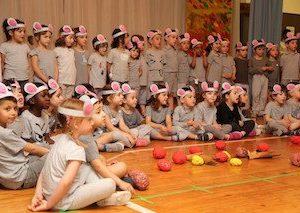 Festa di fine anno, scuola per l'infanzia di via Carcano. La Zolla di Milano
