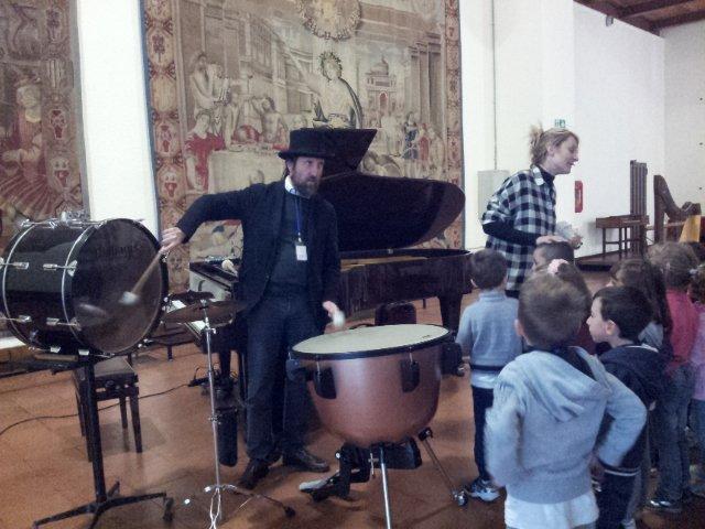 infanzia-carcano-castello-musica3